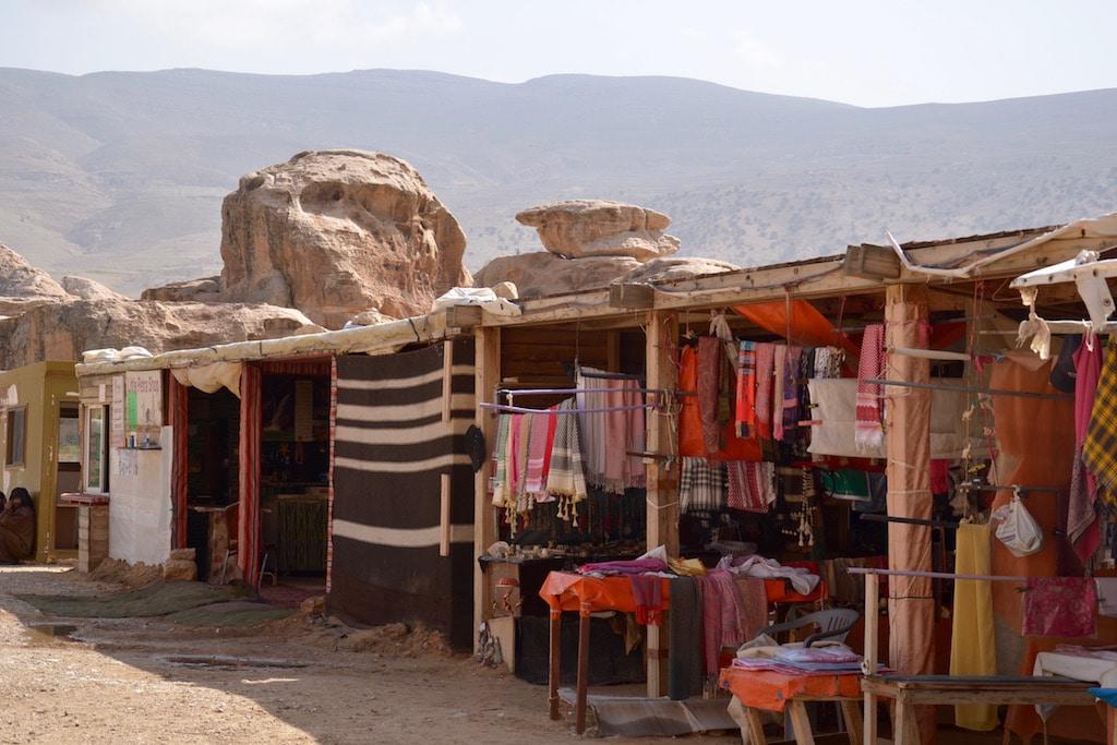 Altre bancarelle dei beduini all'ingresso di Piccola Petra.