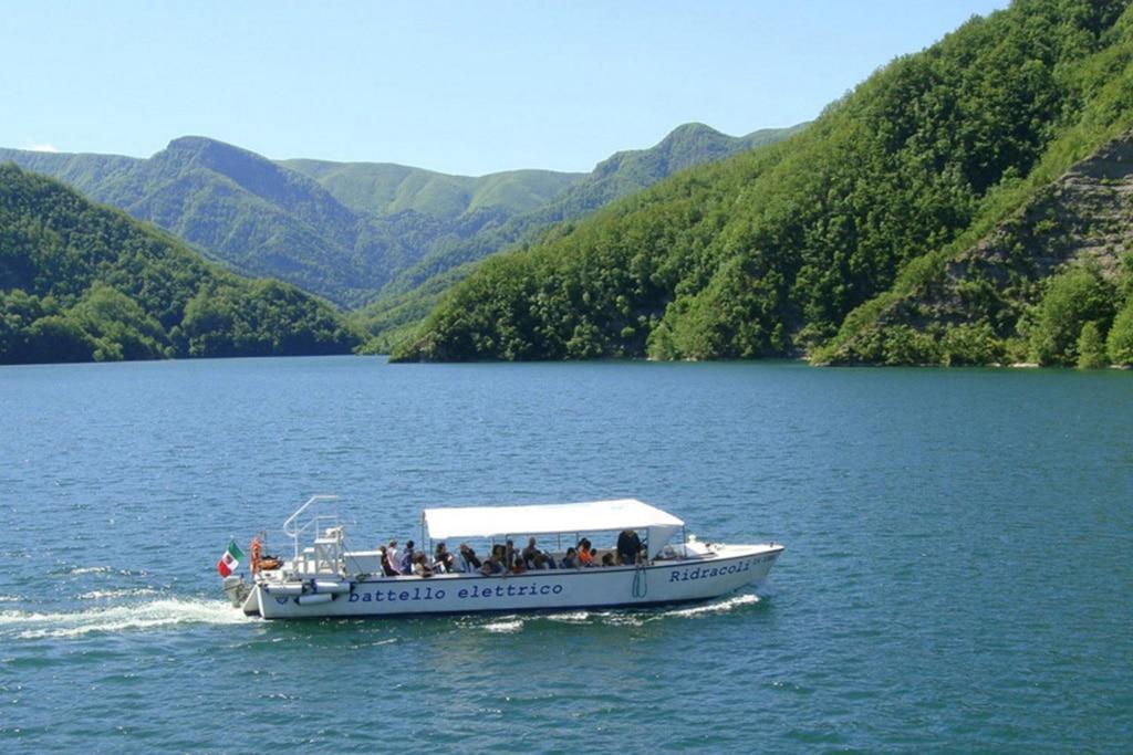 weekend-verde-toscana-parco-foreste-casentinesi-ridracoli_battello1
