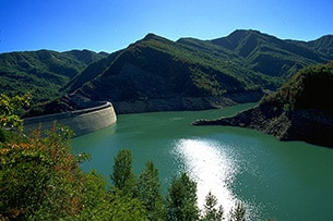 Weekend nel verde in Toscana, lago e diga a Ridracoli