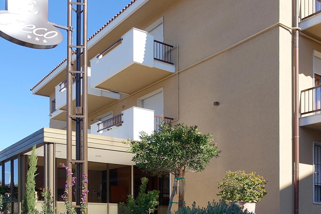 Residence per famiglie in Liguria, Residence Greco & Linda, ingresso