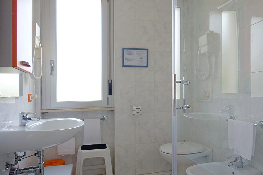 Residence per famiglie in Liguria, Residence Greco & Linda, bagno