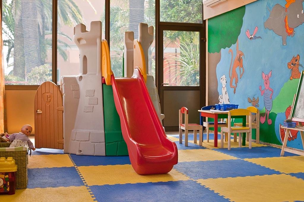Residence per famiglie in Liguria, Residence Greco & Linda, sala interna giochi