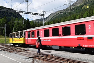svizzera-treno-bernina-carrozze-panoramiche