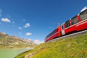 svizzera-treno-bernina-lago2