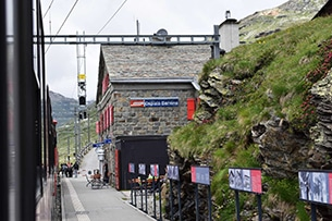 svizzera-treno-bernina-stazione