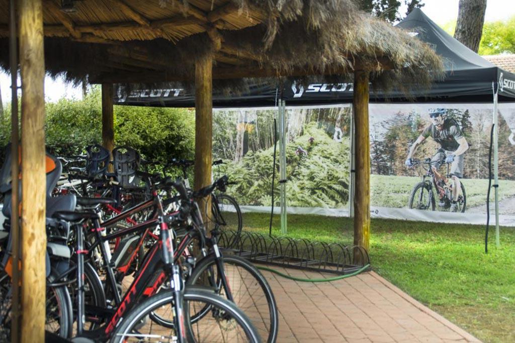 Camping Village le Capanne, campeggio per famiglie in Toscana a Marina di Bibbona, bici
