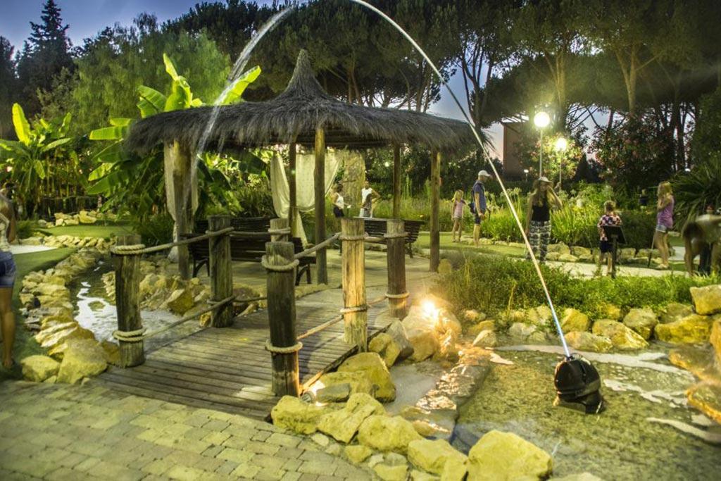 Camping Village le Capanne, campeggio per famiglie in Toscana a Marina di Bibbona, ruscello
