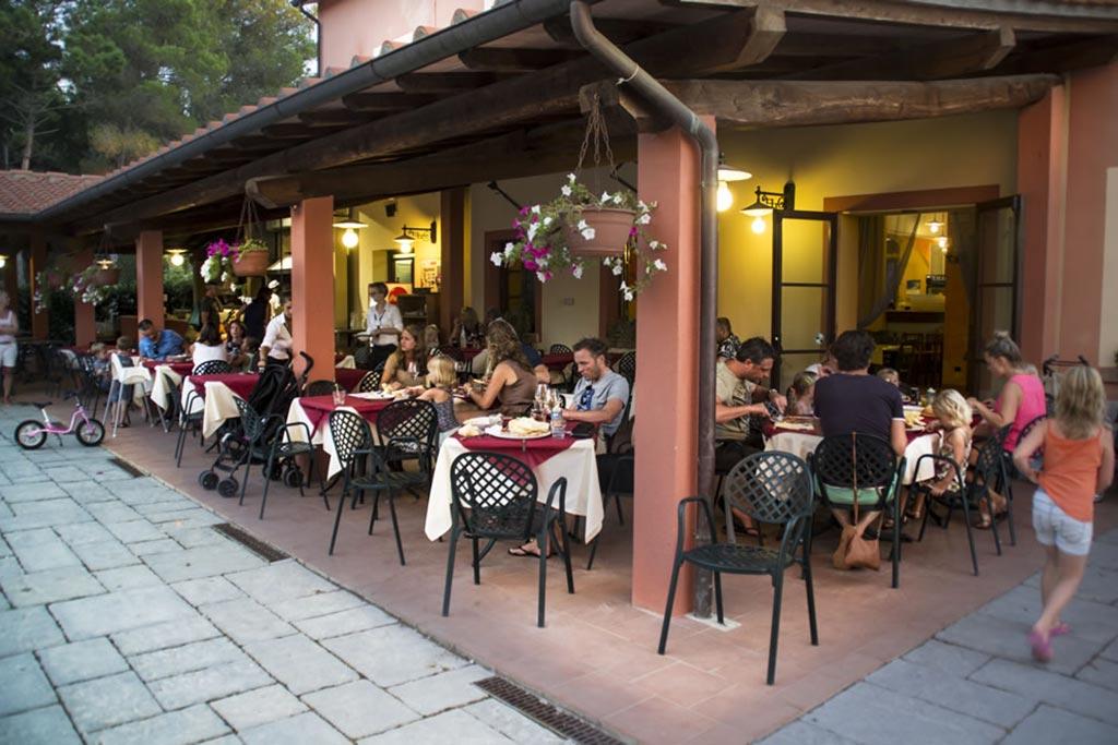 Camping Village le Capanne, campeggio per famiglie in Toscana a Marina di Bibbona, ristorante