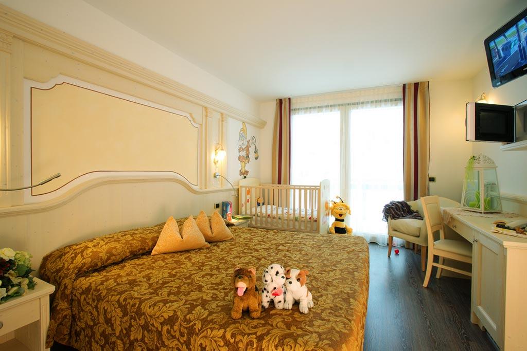Family hotel Andalo, Hotel Alpino, camera bebè cucciolo