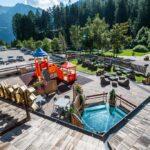 Family Hotel Rosa degli Angeli a Pejo in Val di Sole, esterno e giardino con giochi