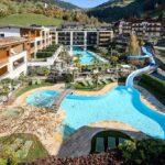 Stroblhof Active Family Spa Resort per famiglie vicino Merano, vista aerea